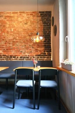 Das Restaurant Athen bekommt neue Designstühle