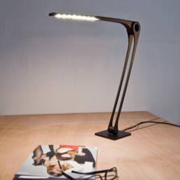 Schicke LED Schreibtischleuchte Stork von Andreas Patsiaouras