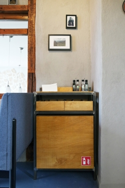 Industriedesigner erstellt neue Möbel